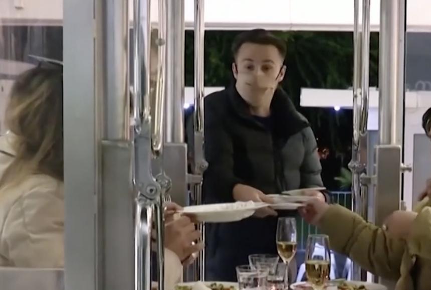 疫情下安全用餐新体验 布达佩斯推出摩天轮饭店